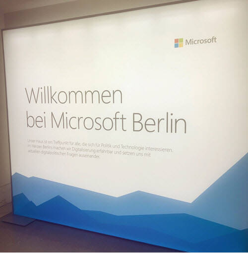 "Sign reading ""Willkommen bei Microsoft Berlin"""